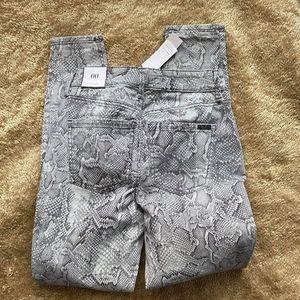 White black house New pants
